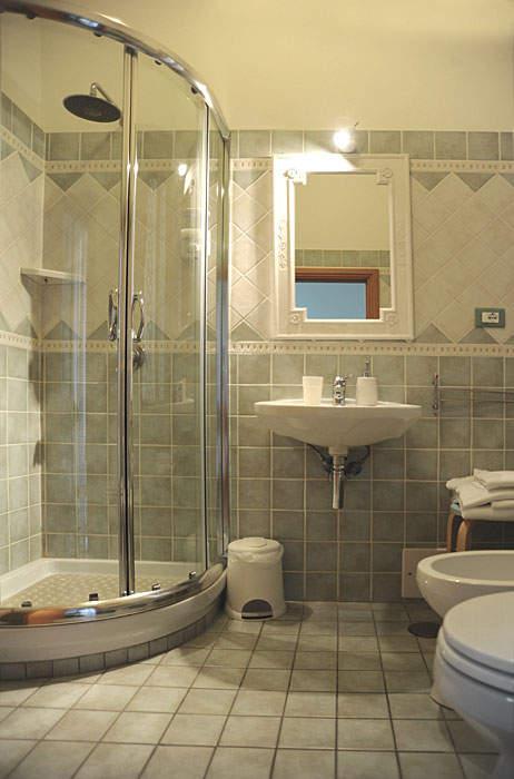Camera quadrupla con balconcino e bagno interno bed and - Camera con bagno ...