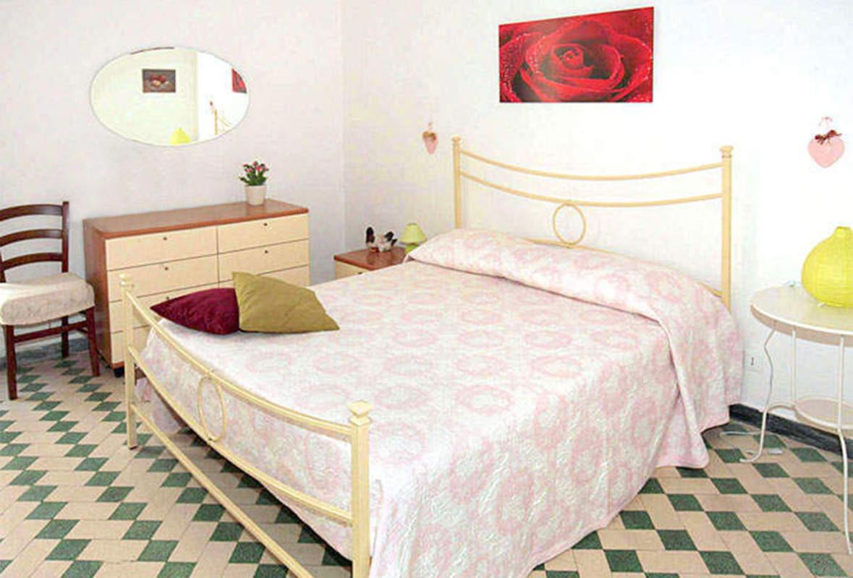 Camera matrimoniale con balconcino e bagno interno bed for Camera matrimoniale e piani bagno